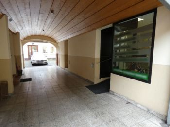 Durchfahrt zu Innenhof / Stellplatz