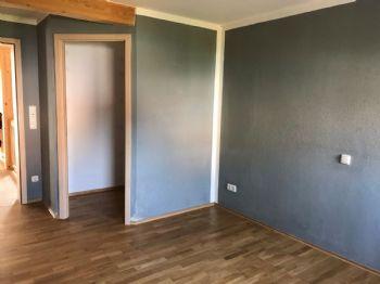 Schlafzimmer (wird weiß gestrichen übergeben)