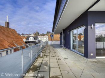 Außenansicht Terrasse Vorne zu Seite