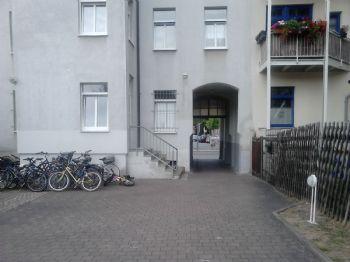 Hofeinfahrt vom Hinterhaus aus