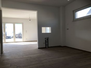 offene Küche vor Wohnzimmer