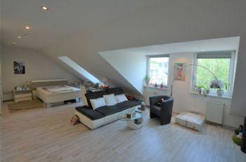 Vorderer Wohnbereich/ Studio