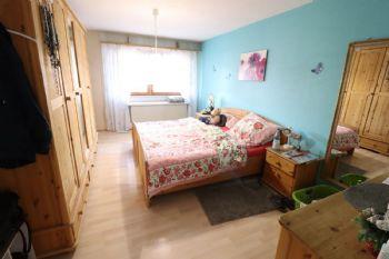 Schlafzimmer EG links