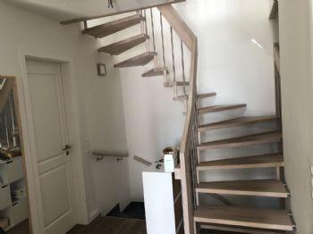 Offene Treppe ins Dachgeschoss