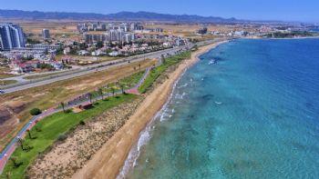 450 Meter entfernt: Der kilometerlange Strand...