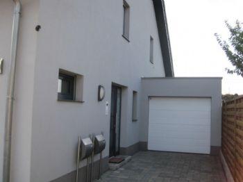 Hauseingang - 9 m Garage