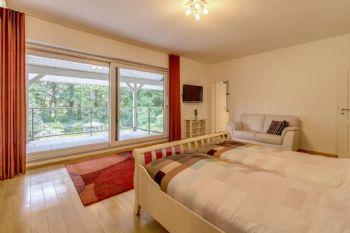 Schlafzimmer 1 mit Zungang zum Balkon