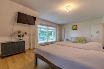 Schlafzimmer 2 mit Zugang zum Balkon
